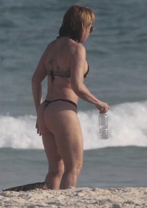 Depois da praia tirei a areia da xoxota e meti nela de quatro - 4 6